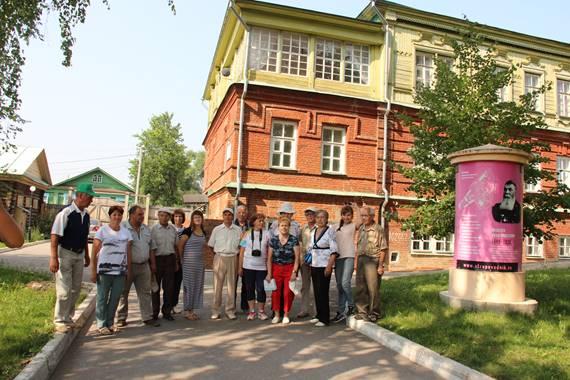 Наша группа на территории бывшей Симбирской чувашской учительской школы