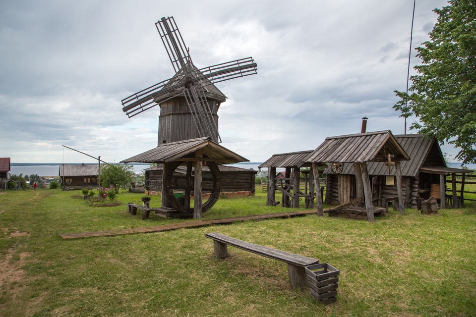 Забытая новым поколением ветряная мельница.