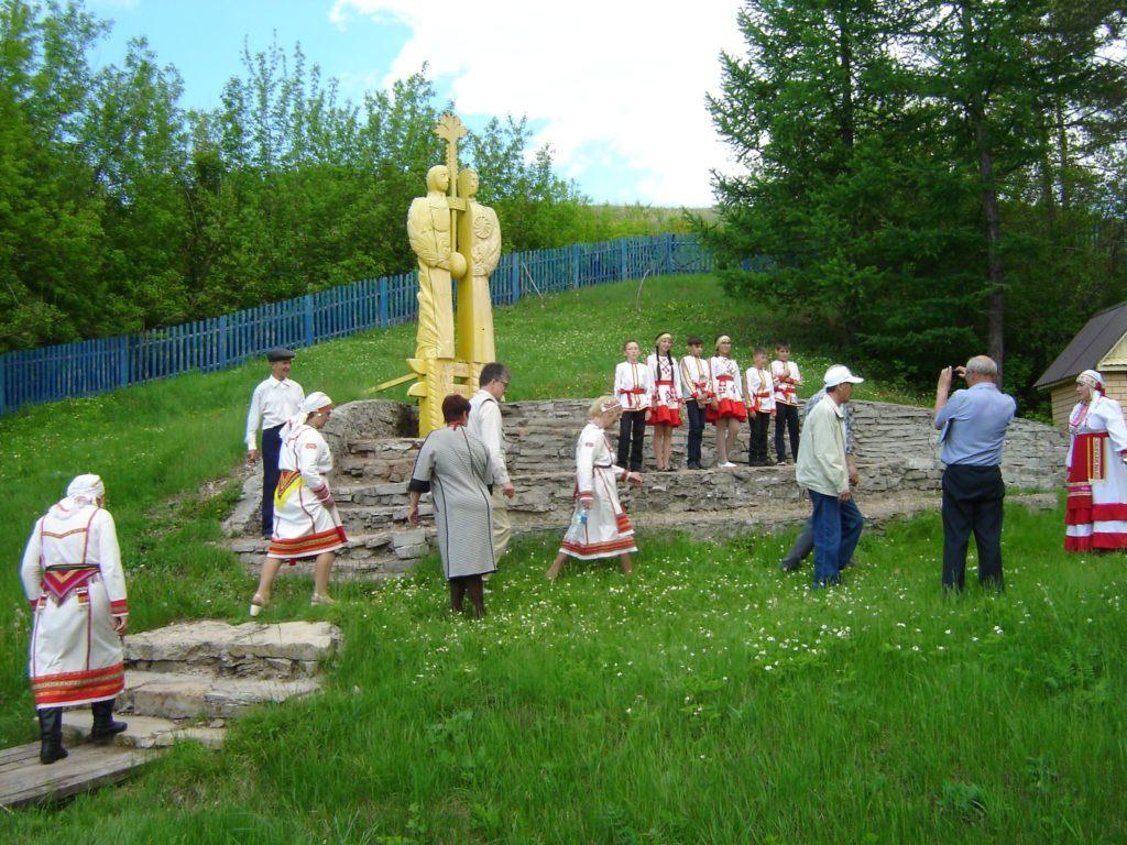 Памятник у родника
